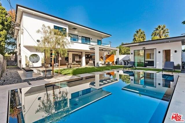 14812 Morrison St, Sherman Oaks, CA 91403 (#20-661546) :: Berkshire Hathaway HomeServices California Properties
