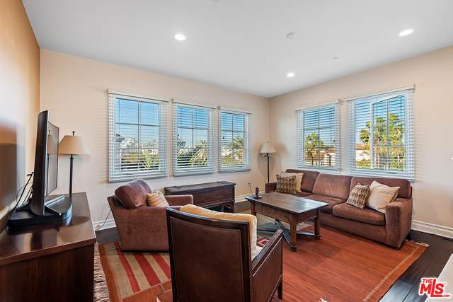 6241 Crescent Park #401, Playa Vista, CA 90094 (#20-661736) :: The Ellingson Group