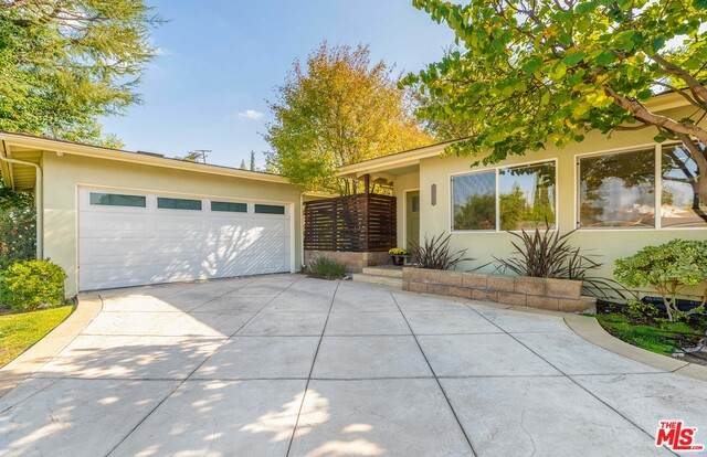 22136 Tiara St, Woodland Hills, CA 91367 (#20-661978) :: Berkshire Hathaway HomeServices California Properties