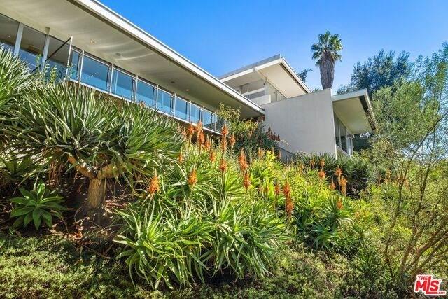 201 N Bentley Cir, Los Angeles, CA 90049 (#20-662058) :: The Ellingson Group