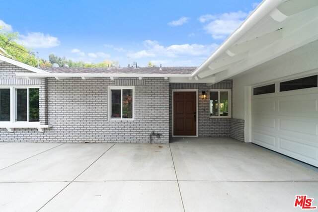 3483 Woodcliff Rd, Sherman Oaks, CA 91403 (#20-662822) :: Berkshire Hathaway HomeServices California Properties