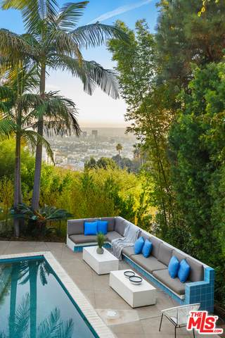 8650 Metz Pl, Los Angeles, CA 90069 (#20-662916) :: The Ellingson Group