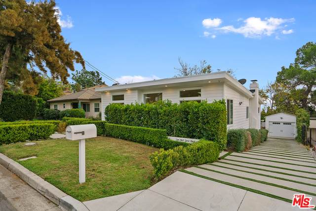 2504 Fairmount Ave, La Crescenta, CA 91214 (MLS #20-663568) :: Zwemmer Realty Group