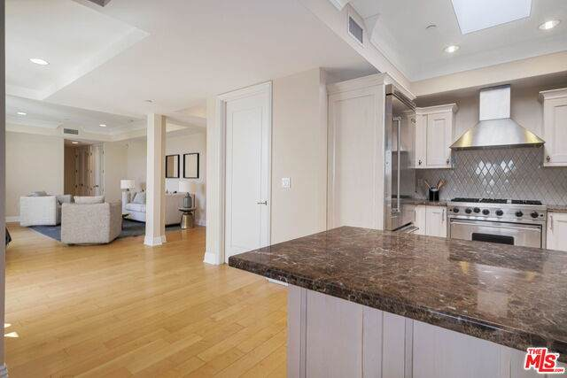 261 S Reeves Dr Ph3, Beverly Hills, CA 90212 (#20-664088) :: Arzuman Brothers