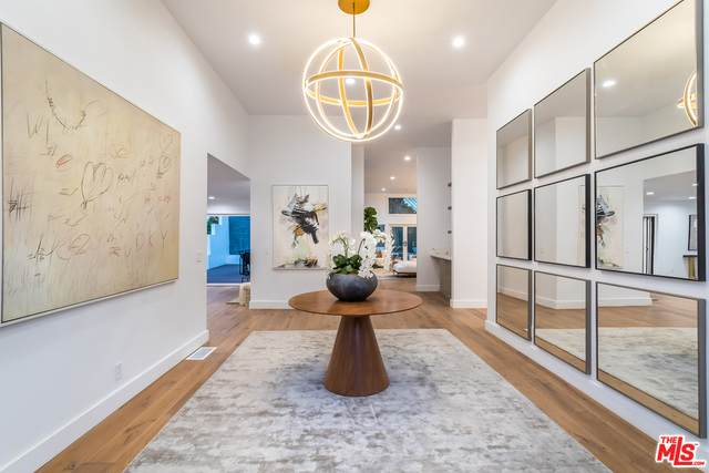 1153 Roscomare Rd, Los Angeles, CA 90077 (#20-665046) :: The Ellingson Group