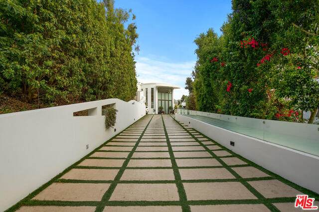 932 Rivas Canyon Rd, Pacific Palisades, CA 90272 (#20-666220) :: The Ellingson Group