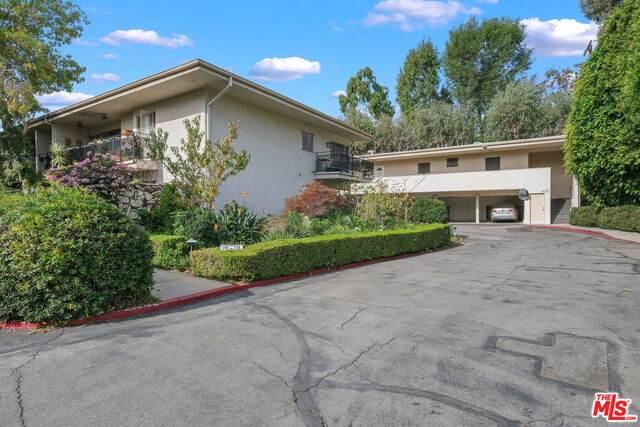 239 S Barrington Ave F2, Los Angeles, CA 90049 (#20-666302) :: The Ellingson Group