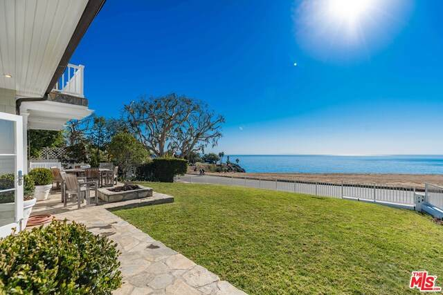 15313 Via De Las Olas, Pacific Palisades, CA 90272 (#20-666494) :: The Ellingson Group