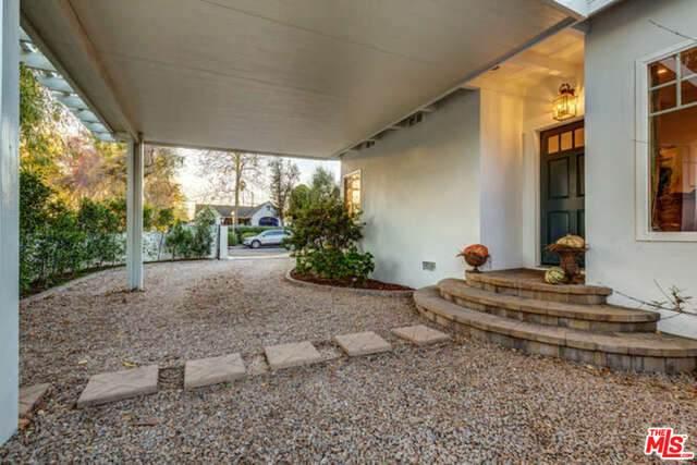 5902 Irvine Ave, North Hollywood, CA 91601 (#20-667410) :: The Pratt Group