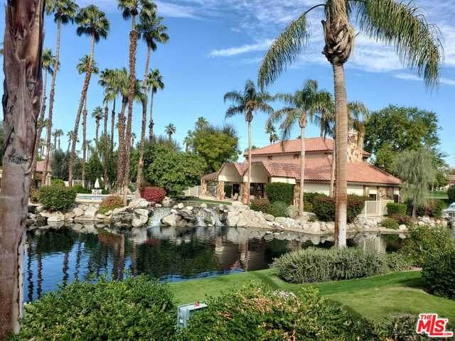 105 Willow Lake Dr, Palm Desert, CA 92260 (#20-667768) :: The Grillo Group