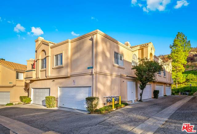 18724 Vista Del Canon G, Santa Clarita, CA 91321 (MLS #20-670100) :: The Sandi Phillips Team