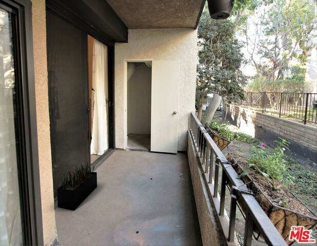 8707 Falmouth Ave #109, Playa Del Rey, CA 90293 (#20-671582) :: TruLine Realty