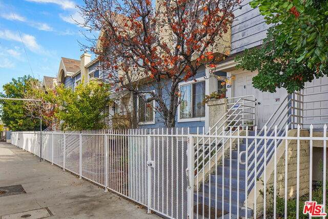 5730 Vineland Ave #101, North Hollywood, CA 91601 (#20-673692) :: The Pratt Group