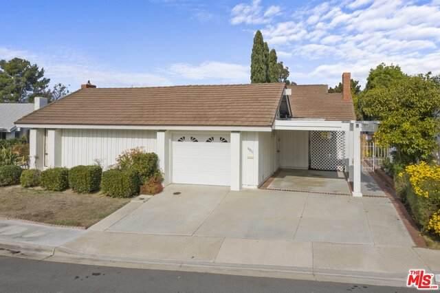 4975 Paseo Dali, Irvine, CA 92603 (MLS #20-673910) :: The Sandi Phillips Team