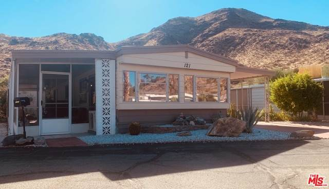 121 Camarillo, Palm Springs, CA 92264 (#21-674930) :: TruLine Realty