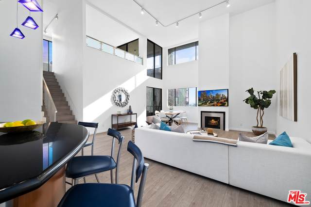 9000 Cynthia St #406, West Hollywood, CA 90069 (MLS #21-677142) :: The Jelmberg Team