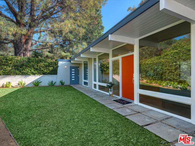 285 Foothill Ave, Sierra Madre, CA 91024 (#21-677482) :: The Pratt Group