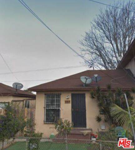 823 E 111Th Pl, Los Angeles, CA 90059 (#21-678140) :: Eman Saridin with RE/MAX of Santa Clarita