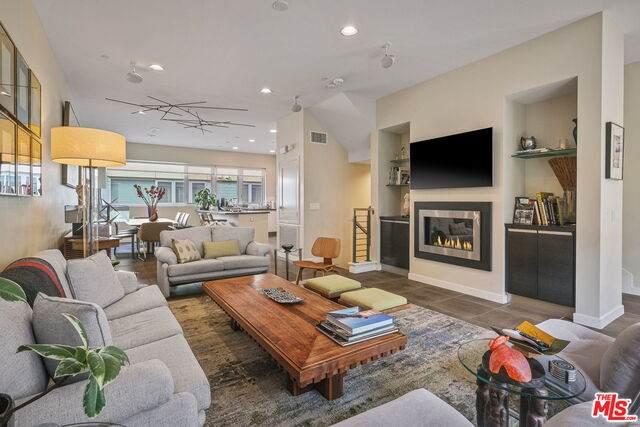 310 Washington Blvd #304, Marina Del Rey, CA 90292 (#21-678590) :: Harcourts Bella Vista Realty