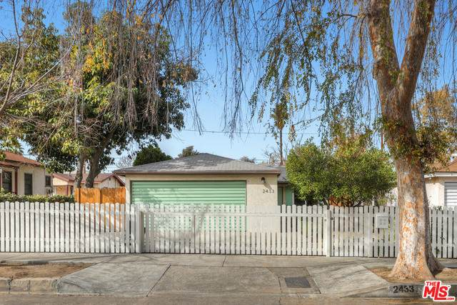 2433 Riverdale Ave, Los Angeles, CA 90031 (#21-678982) :: The Pratt Group
