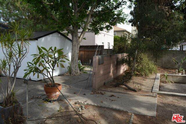 11436 Emelita St, North Hollywood, CA 91601 (#21-679070) :: The Pratt Group