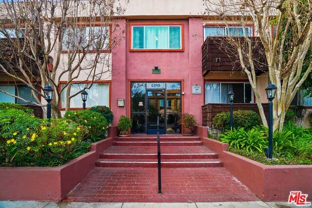 5349 Newcastle Ave #23, Encino, CA 91316 (#21-679296) :: Lydia Gable Realty Group