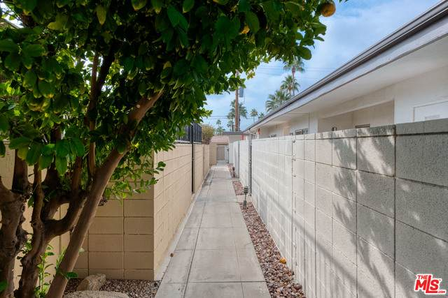 1825 E Tachevah Dr, Palm Springs, CA 92262 (#21-679320) :: The Pratt Group