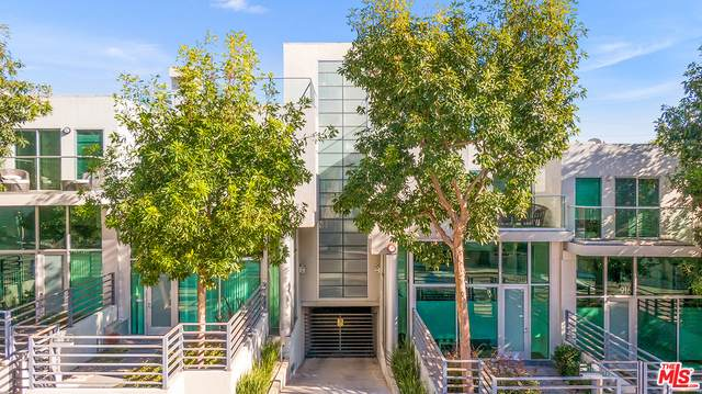914--924 N West Knoll Dr, West Hollywood, CA 90069 (#21-679394) :: HomeBased Realty