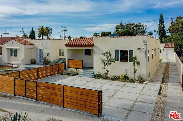 2905 S Rimpau Blvd, Los Angeles, CA 90016 (#21-679504) :: The Pratt Group