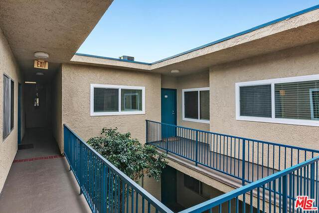 14560 Clark St #211, Sherman Oaks, CA 91411 (#21-679854) :: Lydia Gable Realty Group