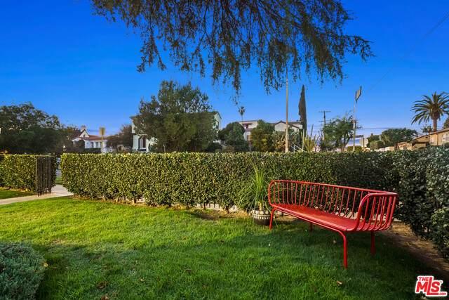 1500 S Spaulding Ave, Los Angeles, CA 90019 (#21-679910) :: The Pratt Group
