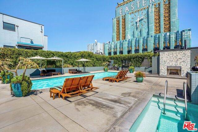 849 S Broadway #311, Los Angeles, CA 90014 (MLS #21-680284) :: The John Jay Group - Bennion Deville Homes
