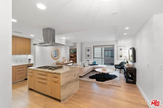 1755 Ocean Ave #702, Santa Monica, CA 90401 (#21-680478) :: HomeBased Realty