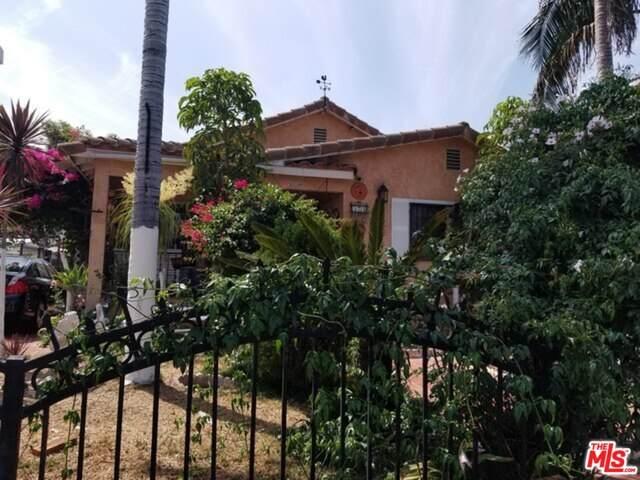 524 W 41St Pl, Los Angeles, CA 90037 (MLS #21-680688) :: The John Jay Group - Bennion Deville Homes