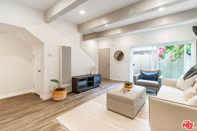4571 Inglewood Blvd #2, Culver City, CA 90230 (#21-680804) :: The Pratt Group