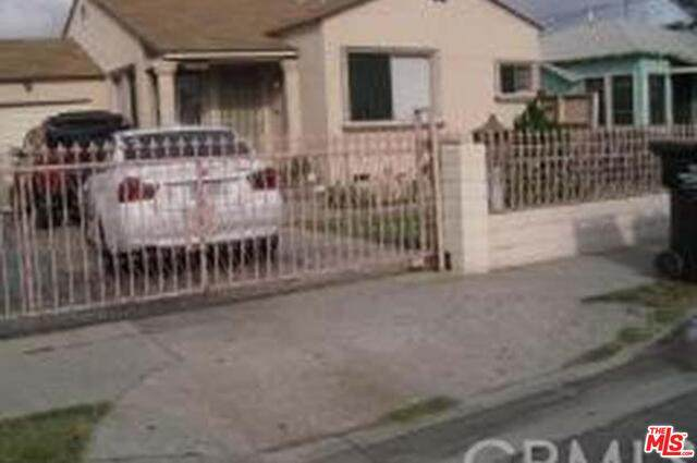 10713 Doty Ave, Inglewood, CA 90303 (#21-680860) :: The Pratt Group