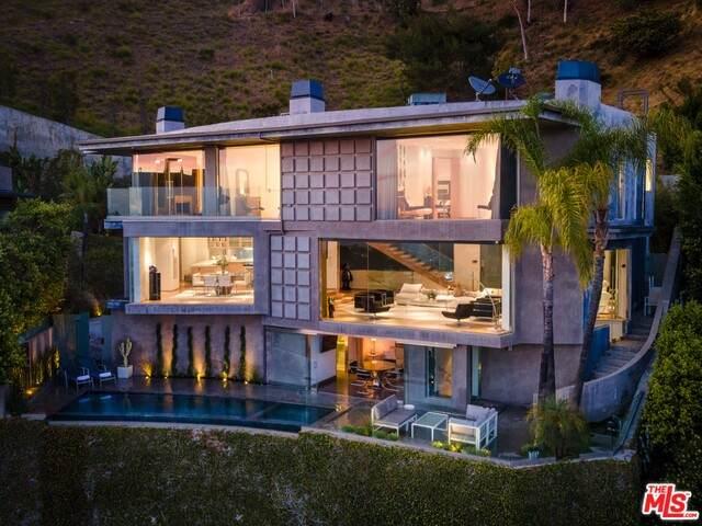 1724 Viewmont Dr, Los Angeles, CA 90069 (#21-680984) :: Harcourts Bella Vista Realty