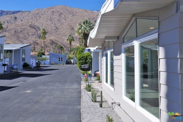 907 Oahu Ln, Palm Springs, CA 92264 (#21-681270) :: The Grillo Group