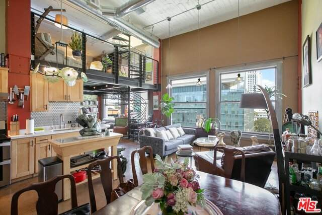 108 W 2ND St #1001, Los Angeles, CA 90012 (#21-682076) :: The Parsons Team