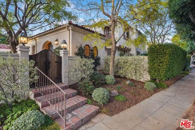 2201 Georgina Ave, Santa Monica, CA 90402 (#21-682450) :: Lydia Gable Realty Group