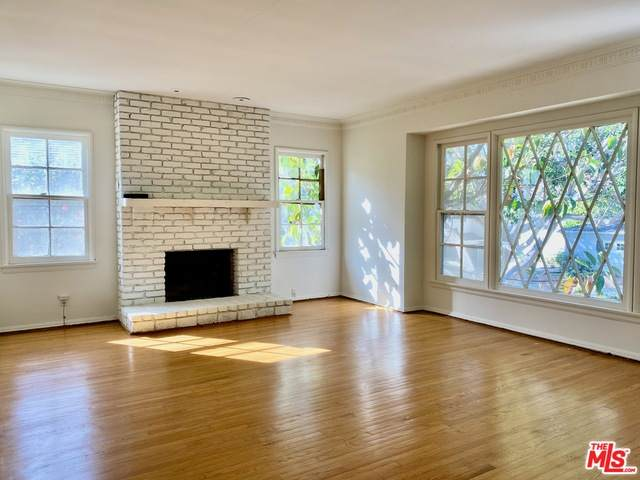 2418 S Beverly Dr, Los Angeles, CA 90034 (#21-682522) :: TruLine Realty