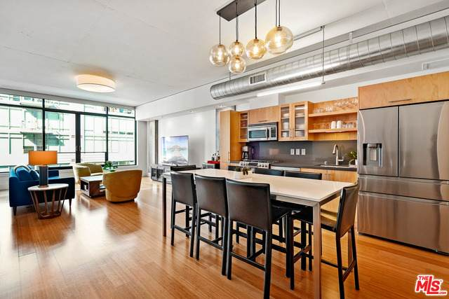 1111 S Grand Ave #1006, Los Angeles, CA 90015 (#21-682634) :: TruLine Realty