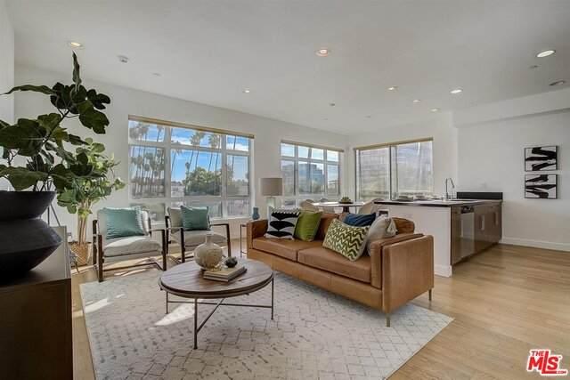6001 Carlton Way #411, Los Angeles, CA 90028 (#21-682650) :: Lydia Gable Realty Group