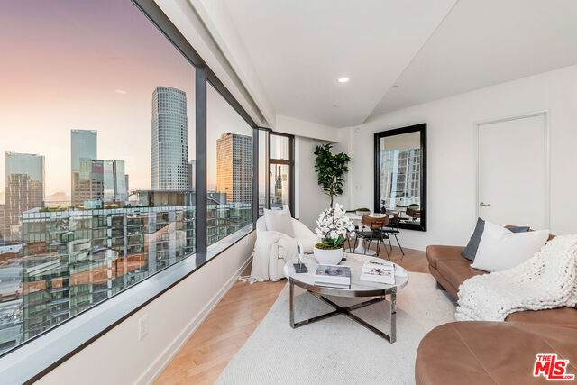 801 S Grand Ave #2001, Los Angeles, CA 90017 (#21-682722) :: TruLine Realty