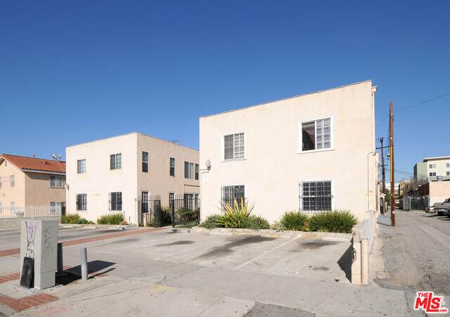 1015 Leighton Ave, Los Angeles, CA 90037 (#21-683064) :: TruLine Realty