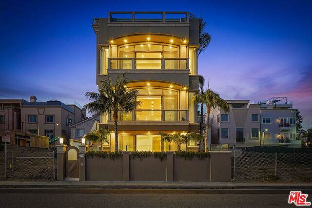135 Via Marina, Marina Del Rey, CA 90292 (#21-683270) :: The Pratt Group