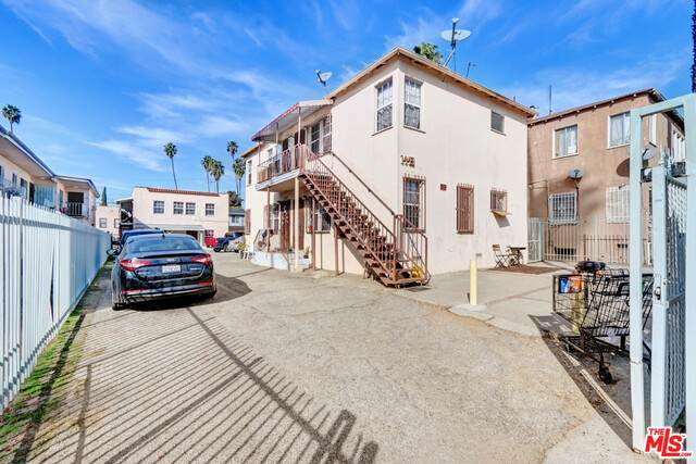 1441 S Cloverdale Ave, Los Angeles, CA 90019 (#21-683828) :: Lydia Gable Realty Group