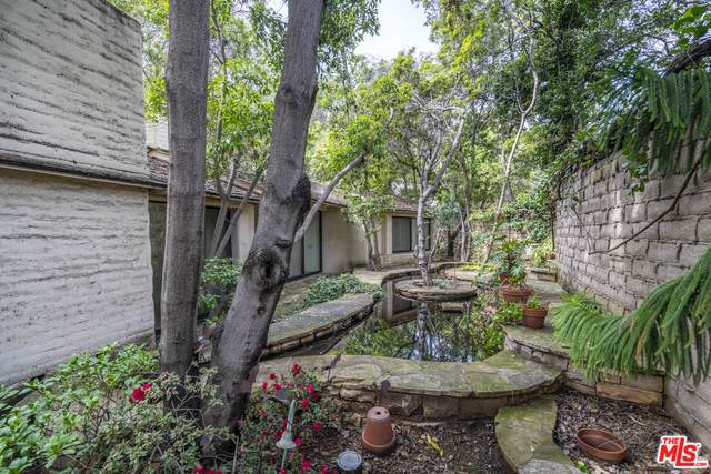 1505 Old Oak Rd, Los Angeles, CA 90049 (#21-683890) :: The Parsons Team