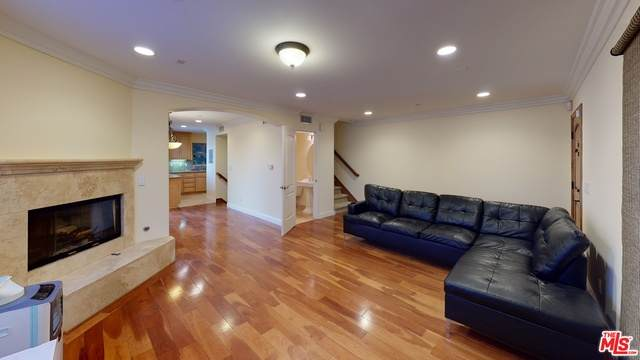 1725 Aviation Blvd, Redondo Beach, CA 90278 (#21-684106) :: The Grillo Group