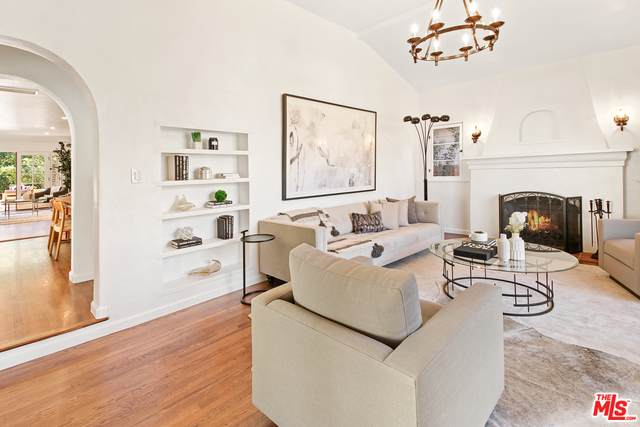 10642 Esther Ave, Los Angeles, CA 90064 (MLS #21-685004) :: The Jelmberg Team